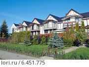 Купить «Красивые городские дома», эксклюзивное фото № 6451775, снято 26 сентября 2014 г. (c) Svet / Фотобанк Лори