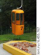 Оранжевая кабинка на канатной дороге. Стоковое фото, фотограф Мичурина Ирина / Фотобанк Лори