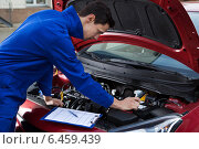 Mechanic In Uniform Repairing Car. Стоковое фото, фотограф Андрей Попов / Фотобанк Лори