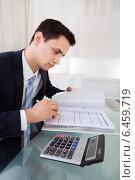Купить «Businessman Holding Calculating Expense In Office», фото № 6459719, снято 10 апреля 2014 г. (c) Андрей Попов / Фотобанк Лори