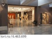 Купить «Туристы в зале со скульптурами классического и греко-романского периодов в Археологическом музее в Ираклионе, Крит, Греция», эксклюзивное фото № 6463699, снято 22 июля 2014 г. (c) Алексей Гусев / Фотобанк Лори