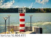 Купить «Маленький полосатый маяк в порту Клайпеда», фото № 6464411, снято 26 августа 2014 г. (c) Анна Лурье / Фотобанк Лори