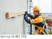 Купить «builder at facade construction work», фото № 6481743, снято 20 сентября 2014 г. (c) Дмитрий Калиновский / Фотобанк Лори
