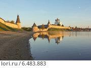 Вид на псковский кремль и и его отражение с северной стороны (2014 год). Редакционное фото, фотограф Валентина Троль / Фотобанк Лори