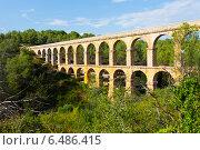 Antique roman aqueduct in forest. Tarragona (2013 год). Стоковое фото, фотограф Яков Филимонов / Фотобанк Лори
