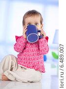Купить «Little girl drinking from a mug.», фото № 6489007, снято 22 мая 2019 г. (c) BE&W Photo / Фотобанк Лори