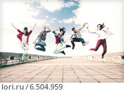 Купить «group of teenagers jumping», фото № 6504959, снято 20 июля 2013 г. (c) Syda Productions / Фотобанк Лори