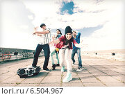group of teenagers dancing. Стоковое фото, фотограф Syda Productions / Фотобанк Лори