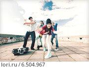Купить «group of teenagers dancing», фото № 6504967, снято 20 июля 2013 г. (c) Syda Productions / Фотобанк Лори