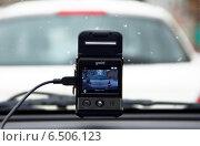 Купить «Видеорегистратор автомобильный gmini magiceye HD300 в работе», фото № 6506123, снято 31 января 2013 г. (c) Олег Пчелов / Фотобанк Лори