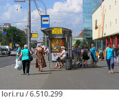 Автобусная остановка на Семеновской площади, Москва, эксклюзивное фото № 6510299, снято 7 августа 2014 г. (c) lana1501 / Фотобанк Лори