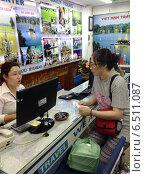 Купить «Туристическое агентство во Вьетнаме. Сайгон», фото № 6511087, снято 4 июля 2014 г. (c) Александр Подшивалов / Фотобанк Лори