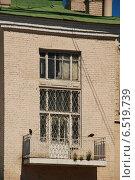 Купить «Балкон жилого дома. Верхняя Радищевская улица, 22, Москва», эксклюзивное фото № 6519739, снято 3 июля 2009 г. (c) lana1501 / Фотобанк Лори