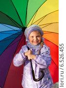 Купить «Девочка с зонтиком», фото № 6526455, снято 6 октября 2013 г. (c) Анастасия Лукьянова / Фотобанк Лори