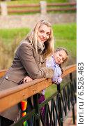 Купить «Мама с дочкой стоят на мосту», фото № 6526463, снято 6 октября 2013 г. (c) Анастасия Лукьянова / Фотобанк Лори