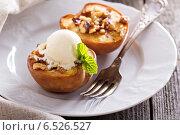 Купить «Запеченные персики с мороженым», фото № 6526527, снято 5 августа 2014 г. (c) Елена Веселова / Фотобанк Лори