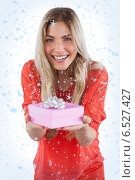Composite image of young woman offering gift. Стоковое фото, агентство Wavebreak Media / Фотобанк Лори