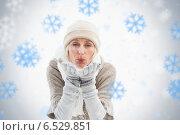 Mature woman in winter clothes blowing kiss. Стоковое фото, агентство Wavebreak Media / Фотобанк Лори