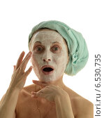 Женщина в полотенце с маской на лице. Стоковое фото, фотограф VIACHESLAV KRYLOV / Фотобанк Лори