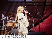 Купить «Выступление Пелагеи на фестивале Summertime-2009 в Санкт-Петербурге», эксклюзивное фото № 6530859, снято 3 июля 2009 г. (c) Ольга Визави / Фотобанк Лори