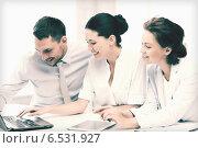 Купить «business team working in office», фото № 6531927, снято 9 июня 2013 г. (c) Syda Productions / Фотобанк Лори