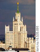 Высотное здание в центре Москвы (2014 год). Стоковое фото, фотограф Роман Бабакин / Фотобанк Лори