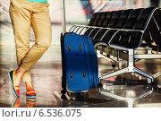 Купить «Ноги молодой женщины крупным планом с багажом и кресла в аэропорту», фото № 6536075, снято 22 ноября 2019 г. (c) Mikhail Starodubov / Фотобанк Лори
