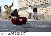 Купить «Break dance street performance, Berlin, Germany», фото № 6539347, снято 24 февраля 2007 г. (c) Caro Photoagency / Фотобанк Лори