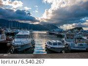 Облачное утро в гавани (2014 год). Редакционное фото, фотограф Татьяна Мирохина / Фотобанк Лори