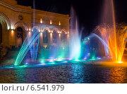 Купить «Шоу поющих фонтанов на центральной площади Еревана. Армения», фото № 6541979, снято 4 июля 2013 г. (c) Евгений Ткачёв / Фотобанк Лори