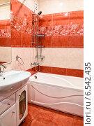 Купить «Современная ванная комната», фото № 6542435, снято 11 января 2014 г. (c) Арестов Андрей Павлович / Фотобанк Лори