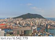 Купить «Вид острова Yeongdo с горой Bongrae с Пусанской башни. Пусан, Южная Корея», фото № 6542779, снято 25 сентября 2014 г. (c) Иван Марчук / Фотобанк Лори