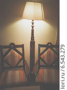 Два стула и лампа. Стоковое фото, фотограф Екатерина Казанцева / Фотобанк Лори
