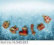 Купить «Рождественские украшения», фото № 6543651, снято 2 января 2014 г. (c) ElenArt / Фотобанк Лори