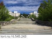 Лестница к зданию музея Ильменского заповедника, Миасс (2013 год). Редакционное фото, фотограф BoLinar / Фотобанк Лори