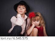 Купить «Красивые мальчик и девочка вместе», фото № 6545575, снято 24 октября 2018 г. (c) Останина Екатерина / Фотобанк Лори