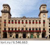 Купить «Old city hall in spanish city. Alicante», фото № 6546663, снято 14 апреля 2014 г. (c) Яков Филимонов / Фотобанк Лори