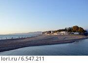 Купить «Сочинский городской пляж на косе в районе впадения реки Сочи в Черное море», фото № 6547211, снято 12 сентября 2014 г. (c) Александр Замараев / Фотобанк Лори
