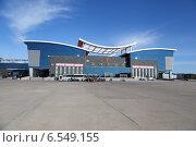 Купить «Таможня. город Маньчжурия Китай. Российско-Китайская граница. Граница.  Ворота в поднебесную.  Таможенный терминал. Посадка в туристический автобус.», эксклюзивное фото № 6549155, снято 8 октября 2014 г. (c) Валерий Митяшов / Фотобанк Лори