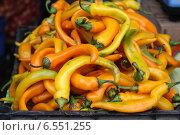 Желтые острые перцы на рынке в Анапе. Стоковое фото, фотограф Татьяна Потехина / Фотобанк Лори