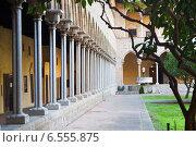 Купить «Gothic cloister of Pedralbes Monastery», фото № 6555875, снято 26 мая 2018 г. (c) Яков Филимонов / Фотобанк Лори