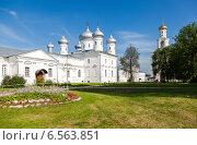 Купить «Юрьев монастырь в Великом Новгороде», фото № 6563851, снято 12 декабря 2018 г. (c) FotograFF / Фотобанк Лори