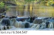 Купить «Каскад небольшой реки в осеннем парке, таймлапс, длинная выдержка», видеоролик № 6564547, снято 18 октября 2014 г. (c) Кекяляйнен Андрей / Фотобанк Лори