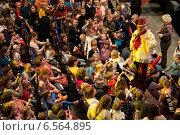 Купить «Куклачёв Юрий Дмитриевич и зрители», фото № 6564895, снято 9 ноября 2013 г. (c) Галина Попова / Фотобанк Лори