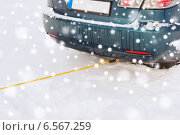 Купить «closeup of towed car with towing rope», фото № 6567259, снято 16 января 2014 г. (c) Syda Productions / Фотобанк Лори