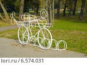 Купить «Стоянка велосипедов. Минск.», фото № 6574031, снято 9 октября 2014 г. (c) Ирина Балина / Фотобанк Лори