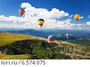 Полет воздушных шаров над горами. Стоковое фото, фотограф Наталья Волкова / Фотобанк Лори