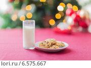 Купить «room with christmas tree and decorated table», фото № 6575667, снято 10 сентября 2014 г. (c) Syda Productions / Фотобанк Лори