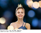 Купить «smiling woman in evening dress wearing crown», фото № 6575867, снято 1 июня 2014 г. (c) Syda Productions / Фотобанк Лори