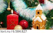 Купить «Новогодние украшения- свеча, домик, снежинки и шарики», видеоролик № 6584827, снято 23 октября 2014 г. (c) Михаил Коханчиков / Фотобанк Лори